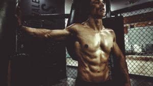 Muskelkater Sportler am Gerät